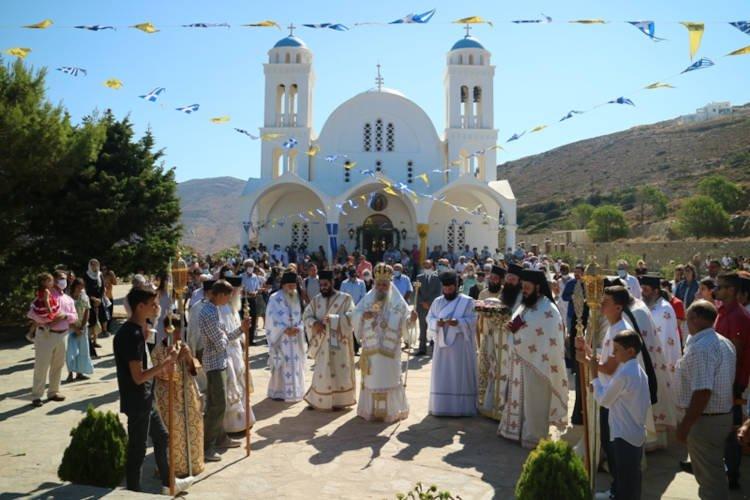 Εορτή Αγίου Αρσενίου του εν Πάρω στη Μητρόπολη Παροναξίας
