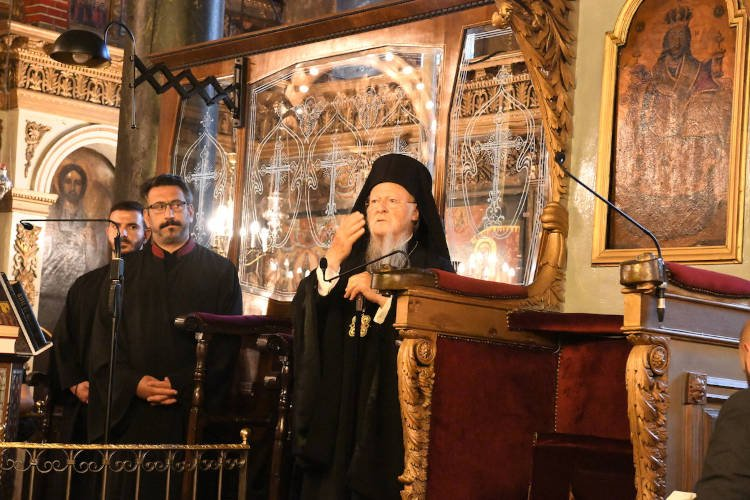 Οικουμενικός Πατριάρχης: Εμείς συνεχίζουμε να αγκαλιάζουμε όλους, εχθρούς και φίλους, με την αγάπη μας, με την προσευχή μας και με την κατανόησή μας