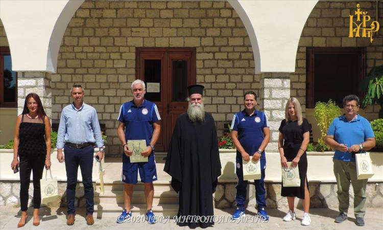 Ο παλαίμαχος ποδοσφαιριστής Αντώνης Νικοπολίδης στον Μητροπολίτη Άρτης