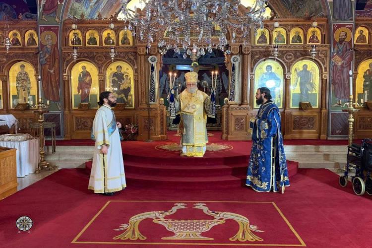 Κλεΐζεται σήμερα η οικουμένη επί τη εορτή του Γενεσίου της Θεοτόκου