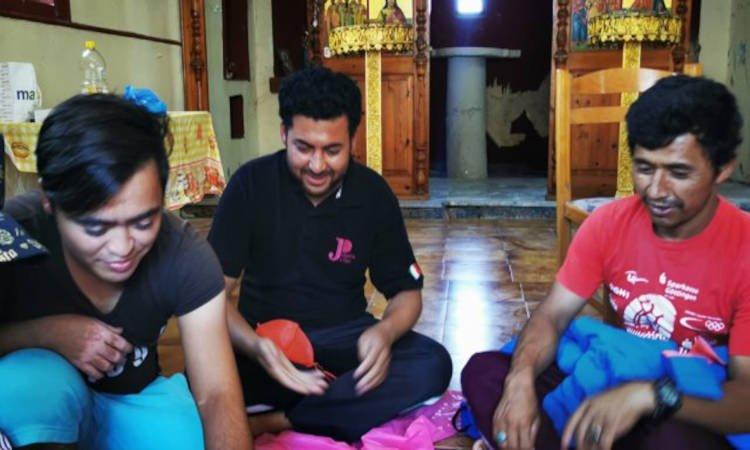 Μετανάστες έκαναν σπίτια τους εκκλησίες στη Λέσβο (ΒΙΝΤΕΟ)