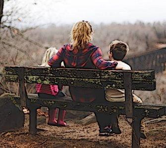 Τι πρέπει πρώτα να μαθαίνει η μητέρα στα παιδιά της;