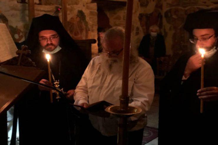 Κούρα μοναχού στη Μονή Αγίου Ιωάννου Προδρόμου στο Λιβάδι Καρυάς