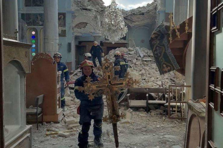 Η κένωση των σεισμοπλήκτων Ιερών Ναών της Σάμου (ΦΩΤΟ)