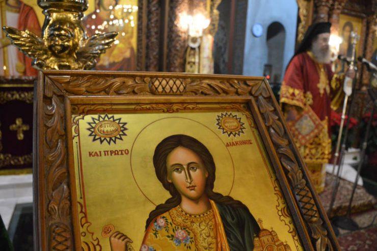 Με μεσίστιες σημαίες και περιφρούρηση εόρτασε η Αρναία τον Πολιούχο της Άγιο Στέφανο (ΦΩΤΟ)