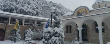 Χιονισμένες μοναστηριακές εικόνες από την Φθιώτιδα