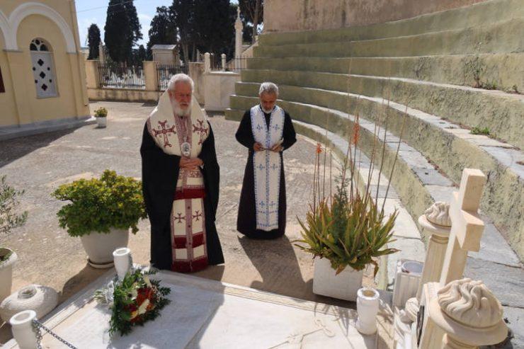 Ο Σύρου Δωρόθεος προσευχήθηκε υπέρ αναπαύσεως των κεκοιμημένων στο Κοιμητήριο Ερμουπόλεως