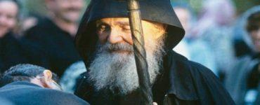 Γέροντας Εφραίμ Αριζόνας: Βάστα παιδί μου γερά τον Σταυρό σου και ανάβαινε τον σωτήριο Γολγοθά