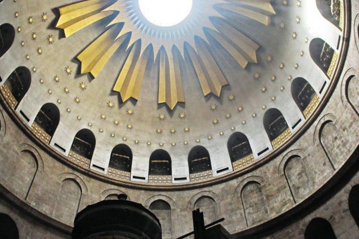 Πατριαρχείο Ιεροσολύμων για τελετή Αγίου Φωτός: Οι εμβολιασμένοι στον Ναό της Αναστάσεως, οι μη εμβολιασμένοι στο Μοναστήριον