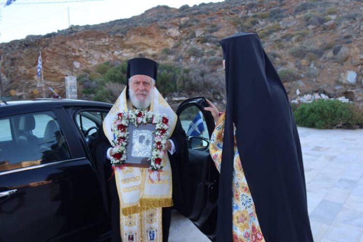 Η Ερμούπολη υποδέχτηκε την εικόνα της Παναγίας Κυρά-Ξένης