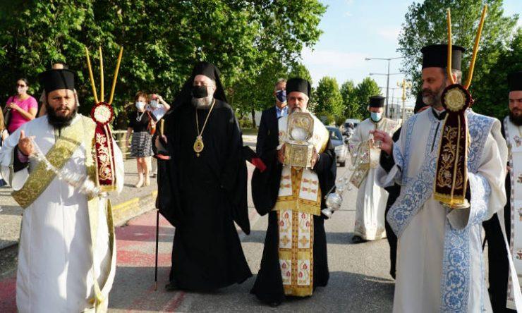 Υποδοχή Τιμίας Κάρας Αγίου Βησσαρίωνος στην πόλη των Τρικάλων