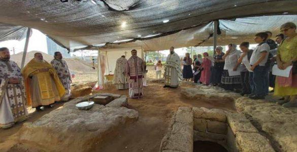 Θεία Λειτουργία στα ερείπια βυζαντινού ναού του Ισραήλ