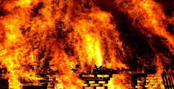 Δεήσεις υπέρ καταπαύσεως των πυρκαγιών στη Μητρόπολη Πατρών