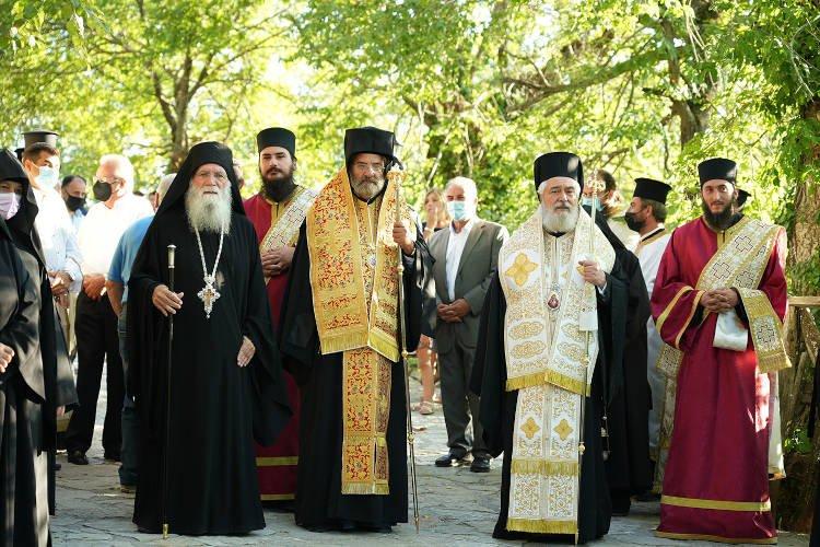 Η ιστορική υποδοχή της νέας ιεράς εικόνας στην Ιερά Μονή Παναγίας Βαρνακόβης
