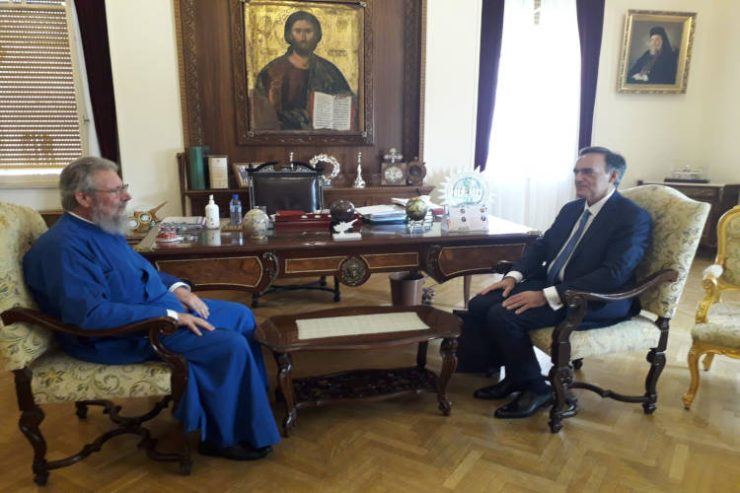 Ο νέος Πρέσβυς της Ελλάδος στην Κύπρο στον Αρχιεπίσκοπο Κύπρου